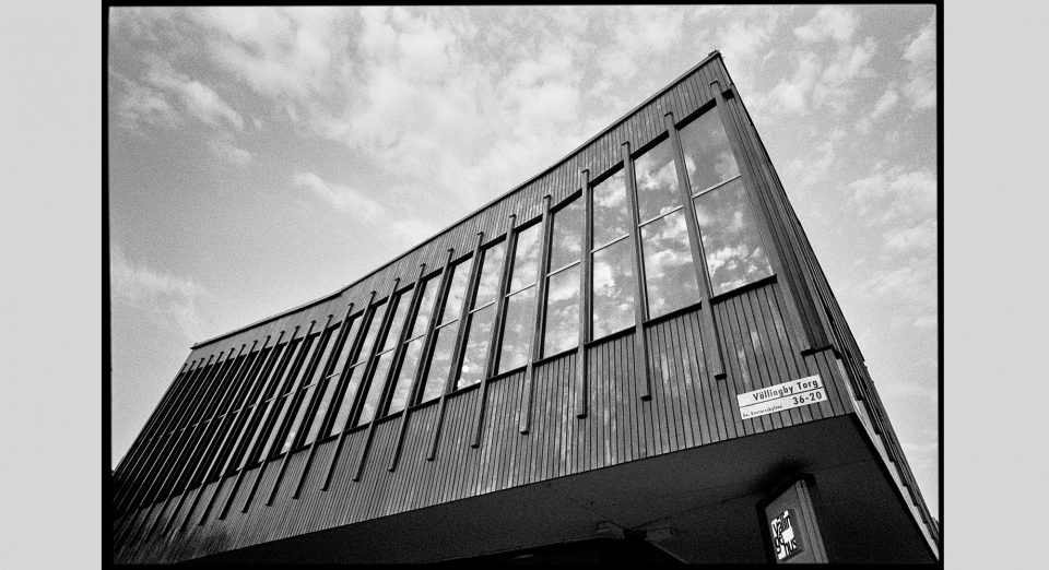 Architecture and street photography with a 21mm lens, part 1 Black and white Image of urban landscape